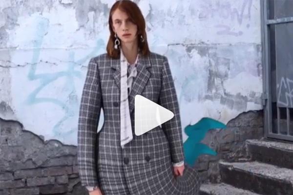 Người mẫu Balenciaga vặn cổ, uốn éo kỳ dị