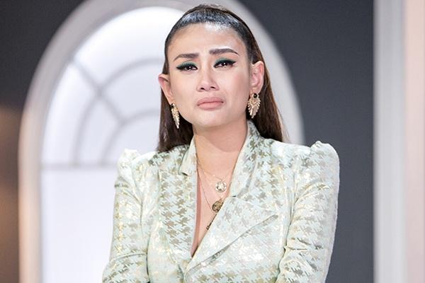 Vo Hoang Yen bi loai het thi sinh truoc chung ket The Face? hinh anh