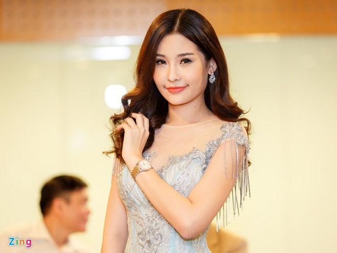 Hoa hau Dai duong Ngan Anh gay tranh cai khi xin phep di thi quoc te hinh anh 1