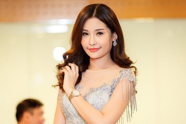 Hoa hau Dai duong Ngan Anh gay tranh cai khi xin phep di thi quoc te hinh anh