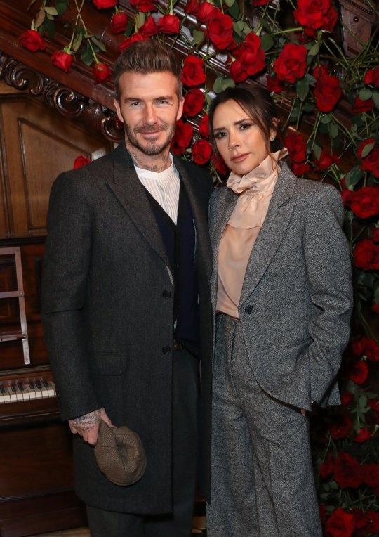 David Beckham gay xon xao voi anh trang diem phan mat mau xanh hinh anh 2