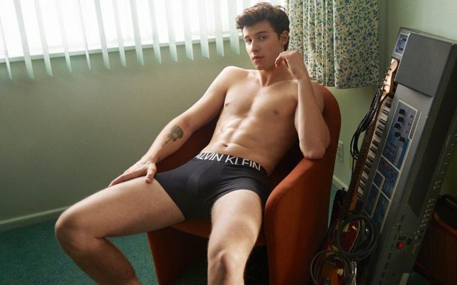 Ca sĩ Shawn Mendes sở hữu hình thể sáu múi khiến fan nữ tan chảy