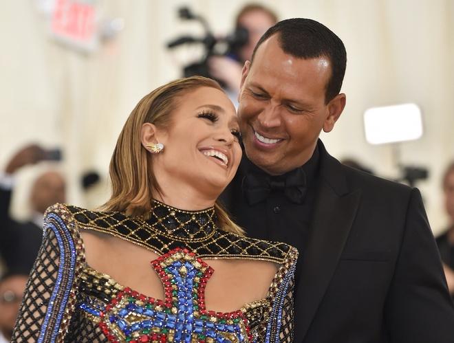 Nhan dinh hon kim cuong cua Jennifer Lopez tri gia hang trieu USD hinh anh 2