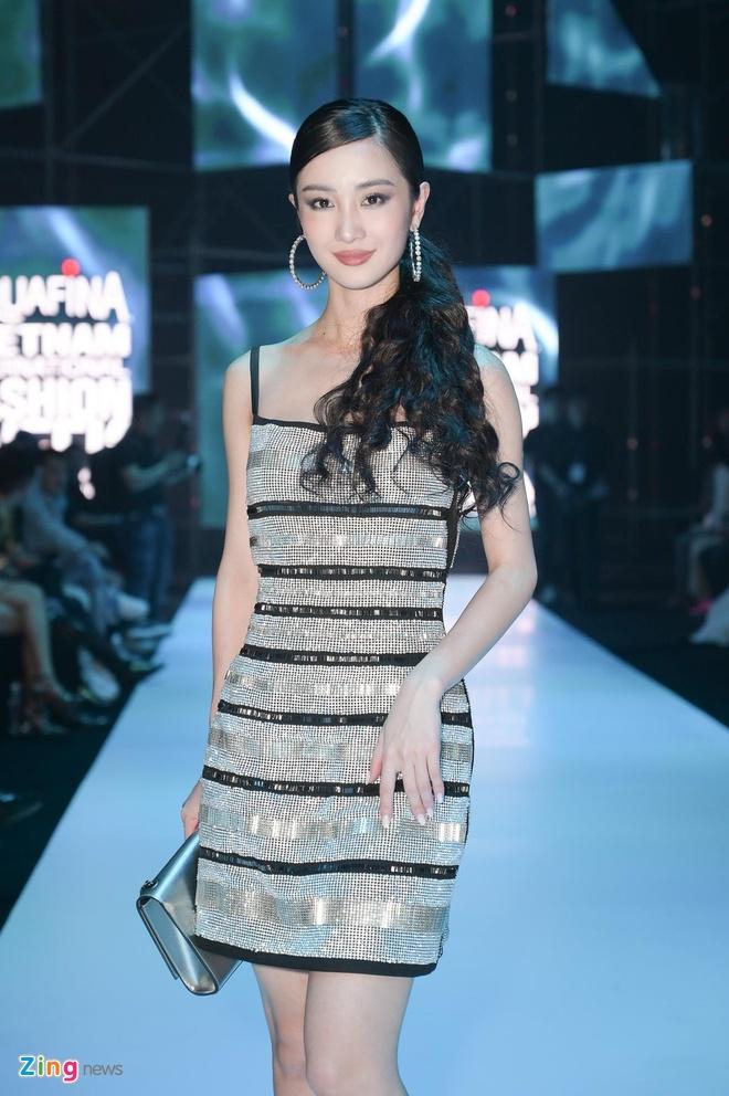 Hoa hau Tieu Vy, Phuong Khanh khac la tren tham do VIFW 2019 hinh anh 4