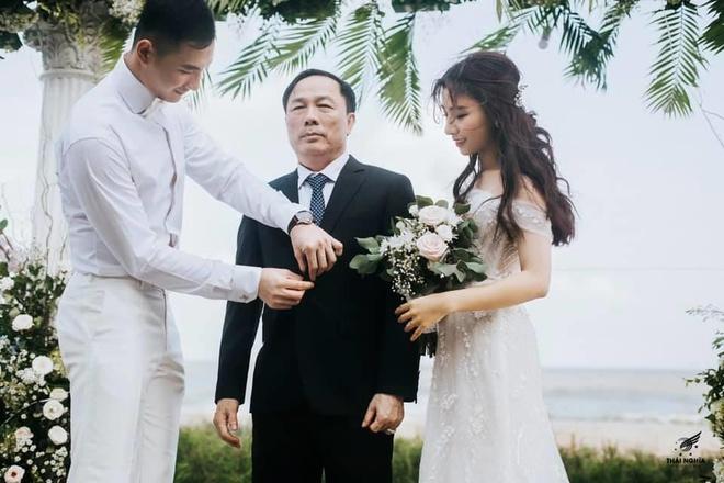 Nhan sac con gai 'bau De' CLB Thanh Hoa vua lay chong nguoi mau hinh anh 2