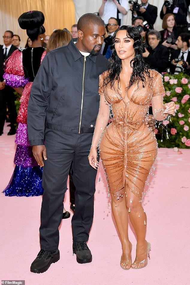 Kanye West dien ao gia re bat ngo tren tham do Met Gala 2019 hinh anh 3
