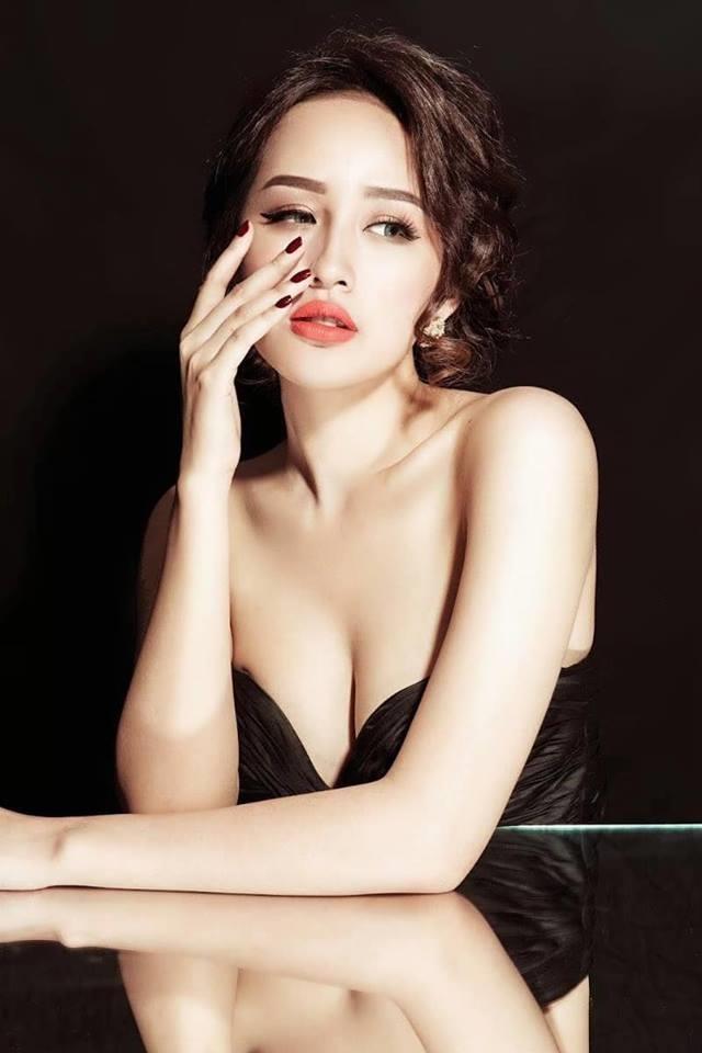 Mai Phuong Thuy ngoi ghe giam khao Miss World Viet Nam 2019 hinh anh 1