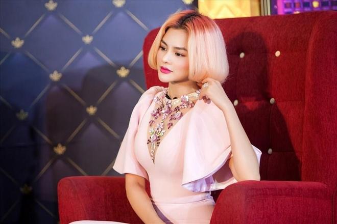 Vu Thu Phuong: 'Mac goi duc thieu van hoa o Cannes la su si nhuc' hinh anh 3