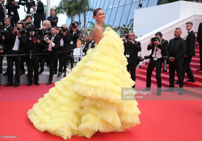 Dan mau the gioi khoe vay ao goi cam tren tham do Cannes hinh anh 8