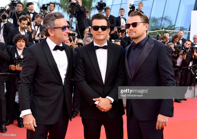 Nguoi dep tung vay tao dang de gay chu y tren tham do Cannes hinh anh 1