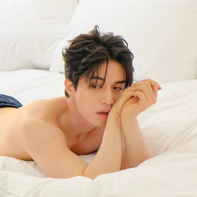 Fan ban loan truoc anh ban nude cua tai tu Lee Dong Wook hinh anh 1
