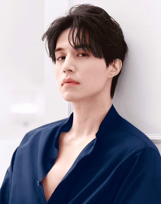 Fan ban loan truoc anh ban nude cua tai tu Lee Dong Wook hinh anh 4