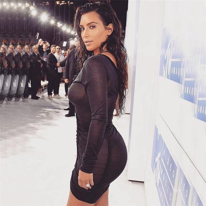 Kim Kardashian vay bo sat anh 9