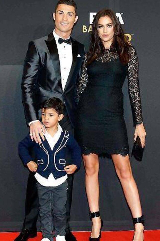 Irina Shayk - 5 nam yeu Ronaldo va 4 nam ben Bradley Cooper deu tan vo hinh anh 4