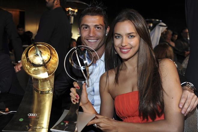 Irina Shayk - 5 nam yeu Ronaldo va 4 nam ben Bradley Cooper deu tan vo hinh anh 6
