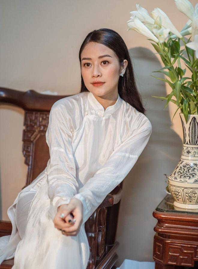 MC Phuong Mai va Phi Linh chon ao dai co thong diep gi o le an hoi? hinh anh 7
