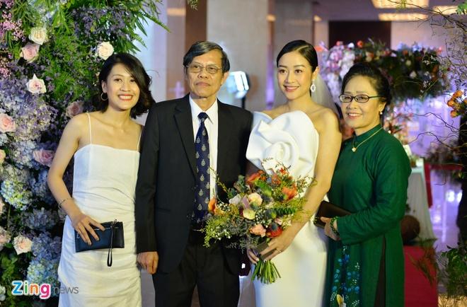 Dan sao Viet du cuoi MC Phi Linh tai Ha Noi hinh anh 10