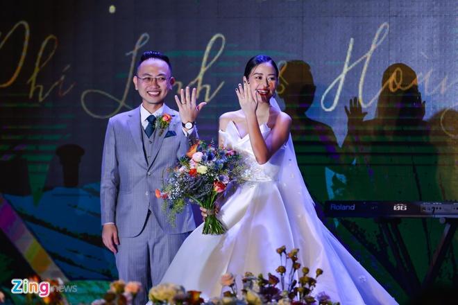 Dan sao Viet du cuoi MC Phi Linh tai Ha Noi hinh anh 3
