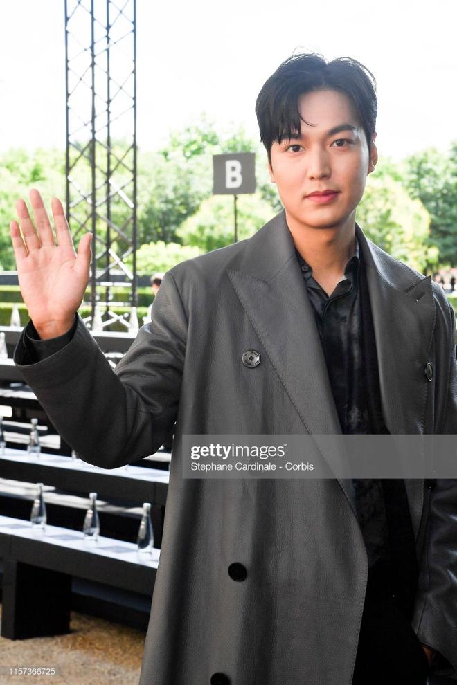 Lee Min Ho duoc fan vay kin khi xuat hien tai Paris hinh anh 2