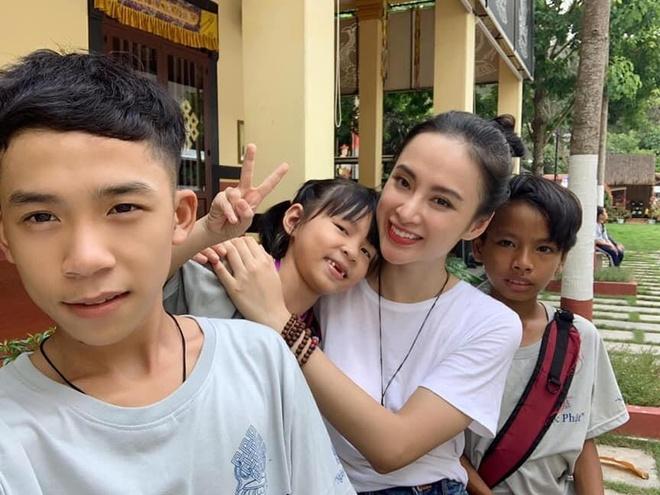 Angela Phuong Trinh tu thien anh 6