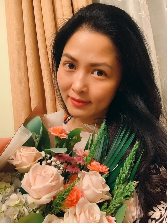 Nhan sac tre trung cua co Hanh ban hoa trong 'Ve nha di con' hinh anh 5