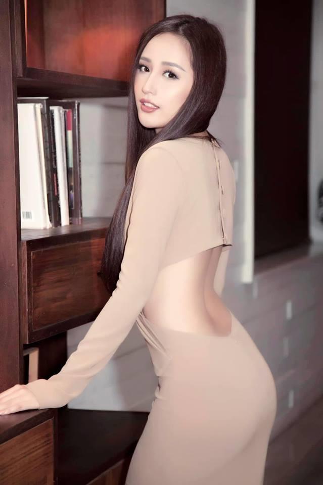 Hoa hau, a hau Viet khoe dang goi cam voi trang phuc khong hoa tiet hinh anh 6