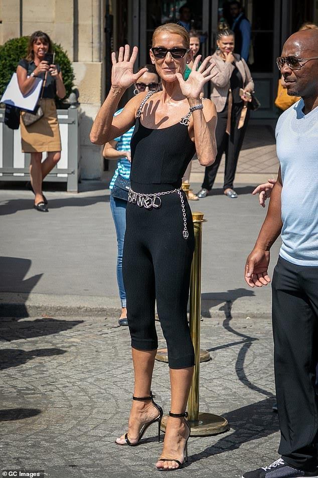 Celine Dion mac trang phuc bo sat bat chap tuoi 51 hinh anh 2