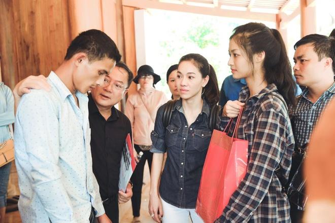 Hoa hau Thuy Linh va hai a hau ve Thanh Hoa, ho tro nguoi dan vung lu hinh anh 2