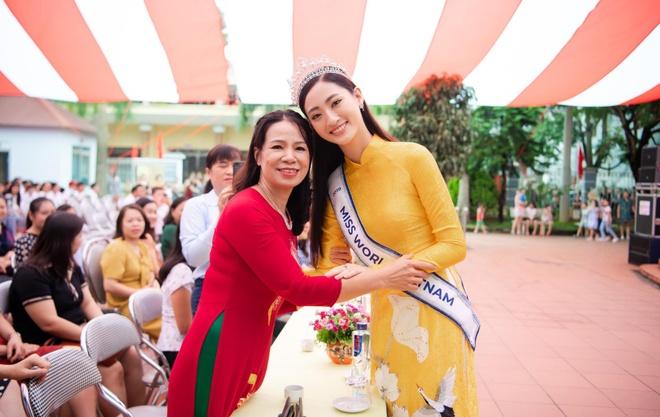 Hoa hau Thuy Linh ve Cao Bang, duoc to chuc sinh nhat o san truong hinh anh 2