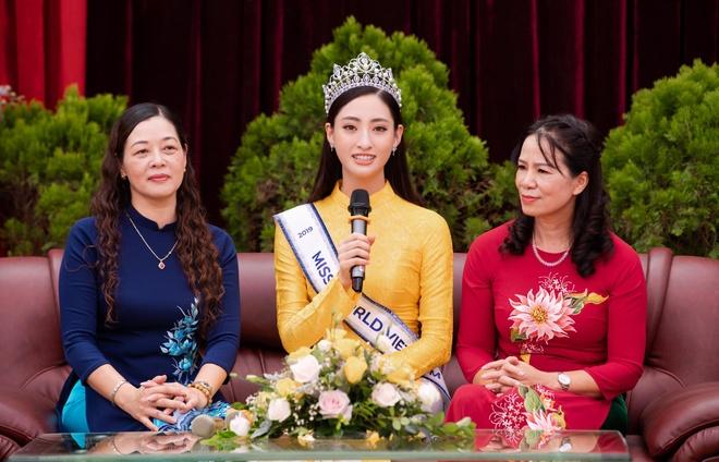 Hoa hau Thuy Linh ve Cao Bang, duoc to chuc sinh nhat o san truong hinh anh 4
