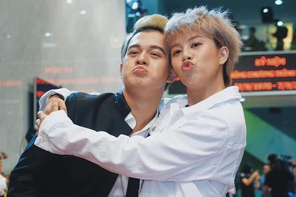 Bảo Hân, Quang Anh 'Về nhà đi con' khoe giọng hát với hit của Erik