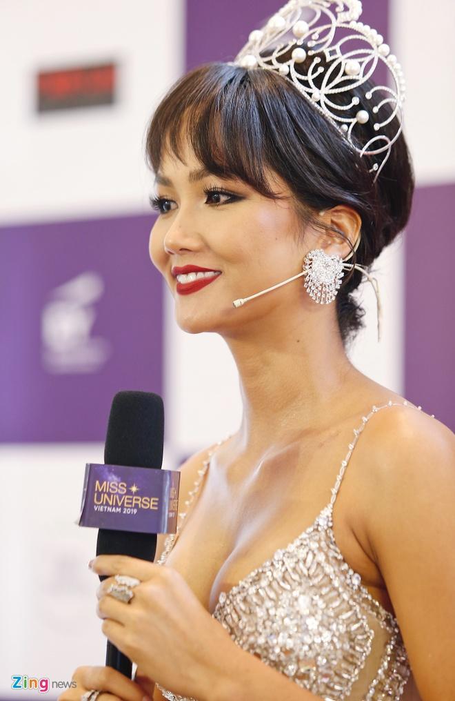 Vu Thu Phuong khac la khi tro lai showbiz sau 8 nam hinh anh 10