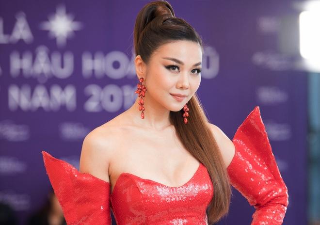Vu Thu Phuong khac la khi tro lai showbiz sau 8 nam hinh anh 4