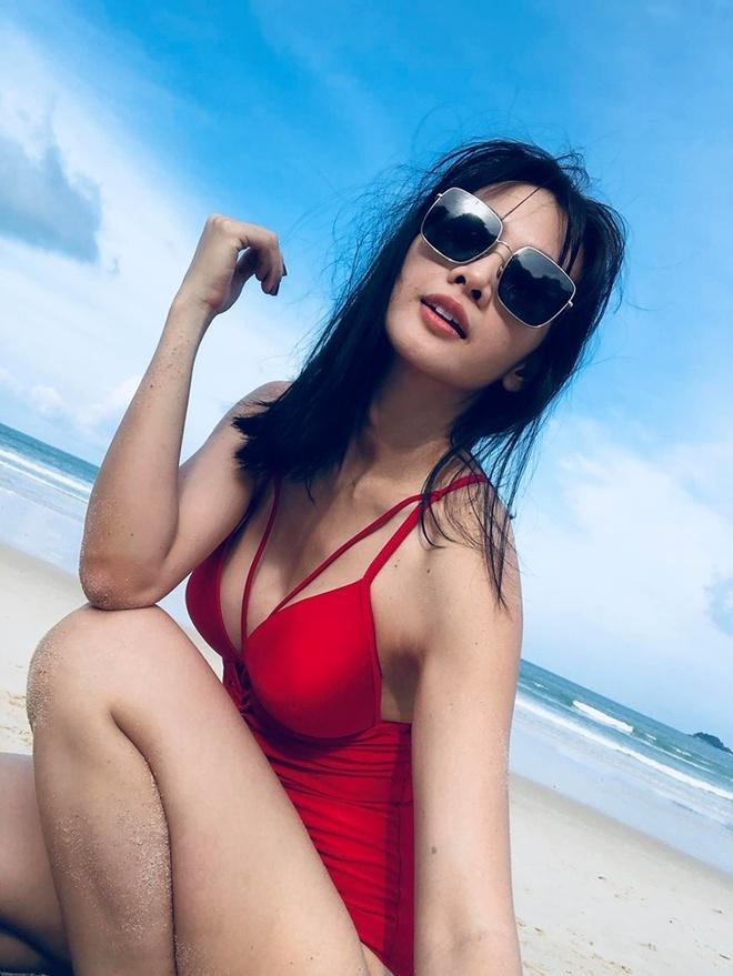 Ha Kieu Anh va nhung sao Viet tuoi U40, U50 ton dang voi ao tam hinh anh 5