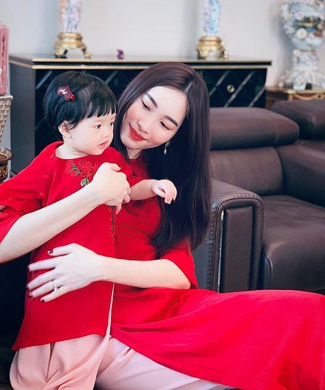Dang Thu Thao hanh phuc ben chong con sau 2 nam len xe hoa hinh anh 10