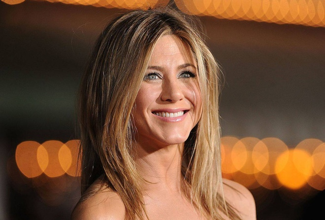 Jennifer Aniston len tieng ve su thong linh cua phim Marvel hinh anh 1