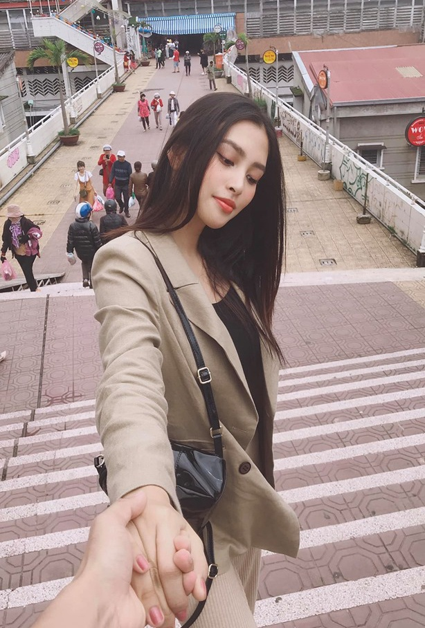 Anh khoe nhan sac doi thuong cua Hoa hau Tieu Vy hinh anh 6