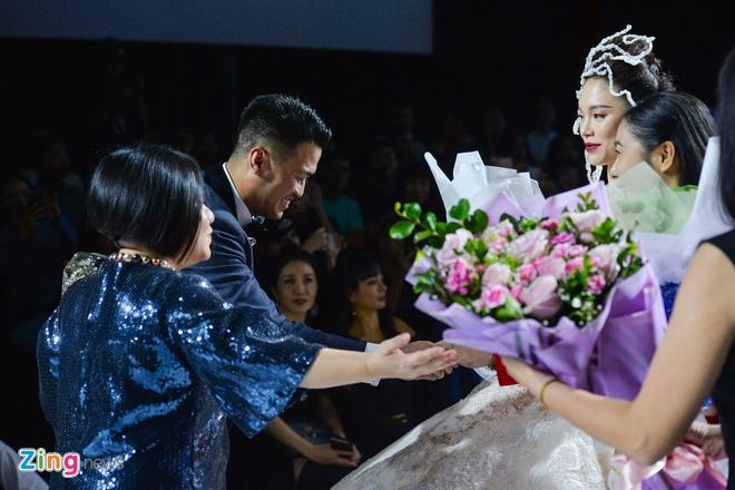 Linh Rin: 'Toi va Phillip Nguyen chi muon yeu nhu nguoi binh thuong' hinh anh 1