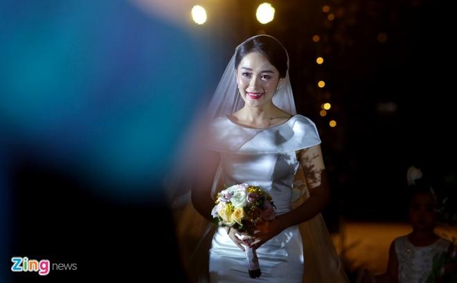 Mai Phuong Thuy den tre tiec cuoi BTV Thoi su Thu Ha hinh anh 5