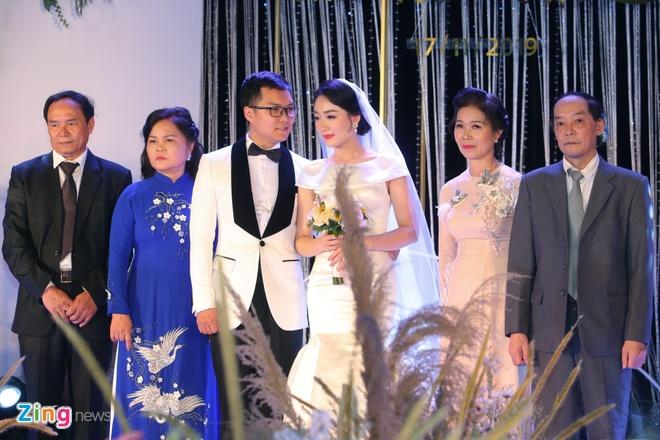 Mai Phuong Thuy den tre tiec cuoi BTV Thoi su Thu Ha hinh anh 6