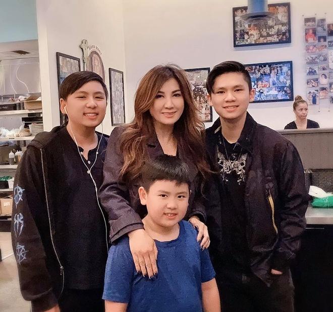 Trizzie Phuong Trinh dang anh om ban trai sau ly hon hinh anh 2
