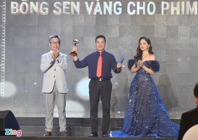 Tran Thanh vang mat du doat giai Nam dien vien chinh xuat sac hinh anh 15