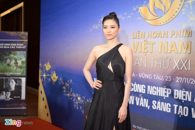 Tran Thanh vang mat du doat giai Nam dien vien chinh xuat sac hinh anh 6