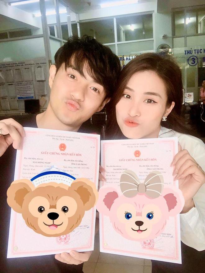 Đông Nhi khoe giấy đăng ký kết hôn sau lễ cưới