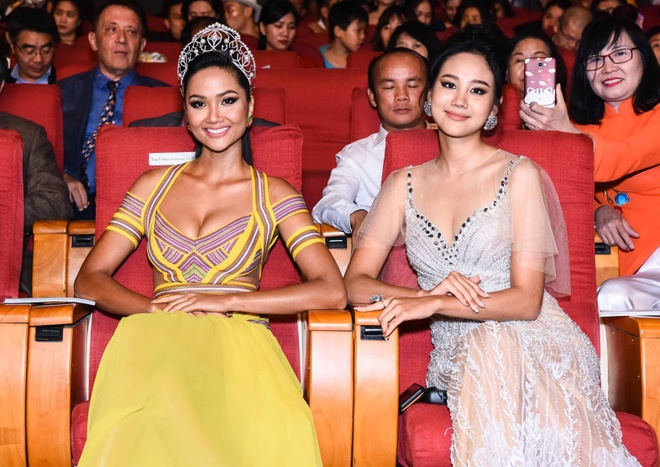 Nguyen Tran Khanh Van dang quang Hoa hau Hoan vu Viet Nam 2019 hinh anh 17