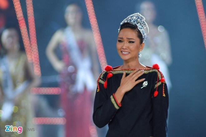 Nguyen Tran Khanh Van dang quang Hoa hau Hoan vu Viet Nam 2019 hinh anh 40