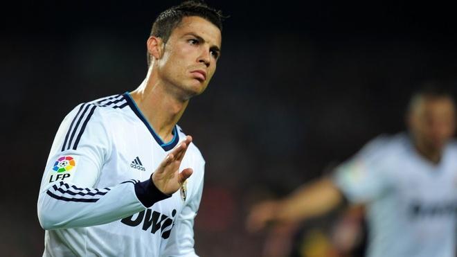 Ronaldo khong co doi thu tren Facebook hinh anh