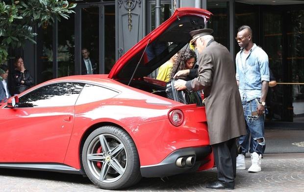 Sieu xe Ferrari cua Balotelli gay chu y tren duong pho Italy hinh anh 3