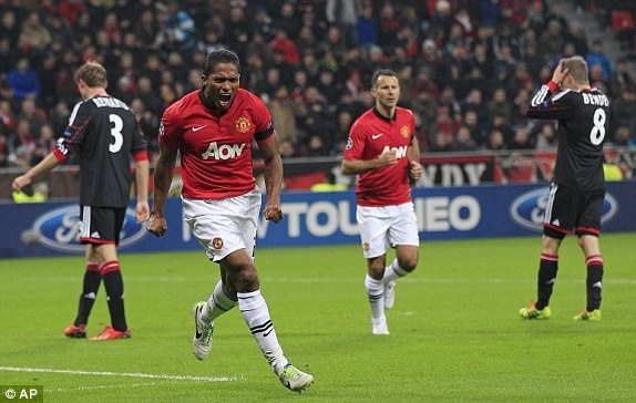 Thang Leverkusen 5-0, MU som gianh ve knock-out hinh anh