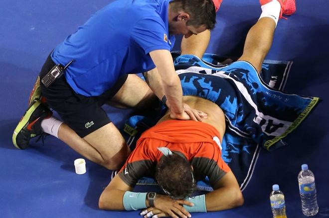 Nadal bat khoc khi thua Wawrinka o chung ket Australia Open hinh anh 9